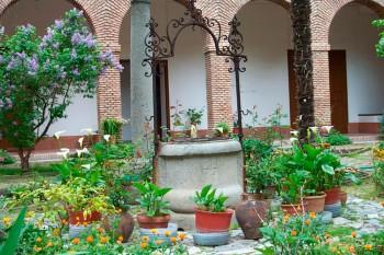 jardin-convento-santo-domingo-silos.jpg